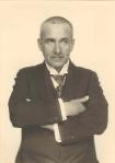 Frank Wedekind Portrait mit verschränkten ArmenMonacensiaLiteraturarchiv+Bibliothek
